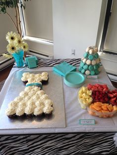 bridal shower wedding dress cupcake cake + macarons ~ theme: breakfast at Tiffany's