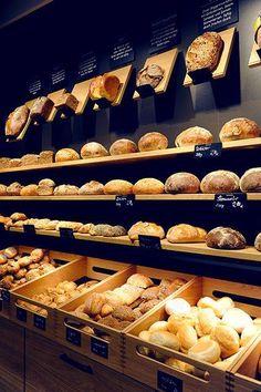 Bread + chalk board дизайн bakery interior, bakery store и bread shop. Bakery Cafe, Bakery Store, Boutique Patisserie, Logo Patisserie, Patisserie Paris, Bakery Shop Design, Bakery Interior Design, Bread Display, Bread Shop