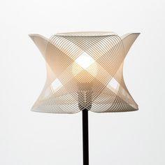 ALIENOLOGY Lámpara Alienology diseñada por Igor Knezevic. - La lámpara está impresa en nylon. www.alienology.com