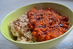Mecky's großes Rennen steht kurz bevor und deswegen zeigt sie uns ihre Sportlernahrung - Reis mit Tomaten und roten Linsen - also viele Proteine!
