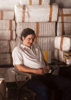 """De policial a traficante: Wagner Moura humaniza Pablo Escobar em """"Narcos"""" #Ator, #Brasil, #Filme, #GameOfThrones, #Gente, #Guerra, #Hoje, #Latino, #Mundo, #Netflix, #Pedro, #RioDeJaneiro, #Série, #Sucesso, #True http://popzone.tv/de-policial-a-traficante-wagner-moura-humaniza-pablo-escobar-em-narcos/"""