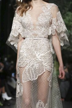 // Our bridal haute-couture, sur-mesure, designers dresses inspiration worldwide Elie Saab Couture Spring Summer 2015 Paris Elie Saab Couture, Couture Mode, Couture Fashion, Runway Fashion, Fashion Show, Fashion Design, Fashion Spring, Style Fashion, Couture 2015