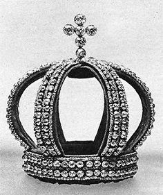"""The """"Nuptual Crown"""": a crown entirely composed of double rows of fine brilliants in borders of smaller stones, and surmounted by a cross of six large brilliants - on a setting of red velvet. Royal Crown Jewels, Royal Crowns, Royal Jewelry, Tiaras And Crowns, Vintage Jewelry, Pageant Crowns, Invisible Crown, Family Jewels, Circlet"""