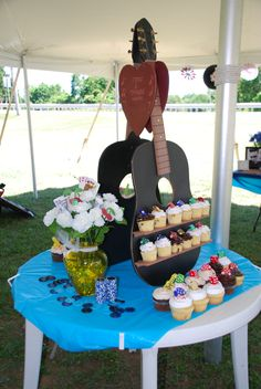 another view of guitar cupcake stand (guitar is to represent Johnny Cash's guitar from our Vegas Wedding) Guitar Wedding, Guitar Party, 1st Birthday Boy Themes, Birthday Bash, Johnny Cash Birthday, Guitar Cupcakes, Graduation Party Planning, Rock Star Party, Casino Theme Parties