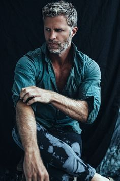 Grey Hair Men Models hair styles for men 25 Ältere Herren Frisuren 2018 Mature Mens Hairstyles, Mens Hairstyles 2018, Haircuts For Men, Men's Hairstyles, Beard Styles For Men, Hair And Beard Styles, Short Beard Styles, Barba Grande, Silver Foxes Men