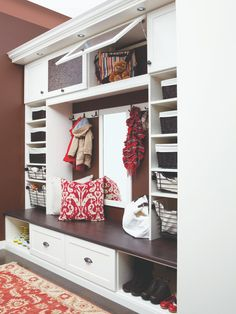 20 Hard-working Mudrooms