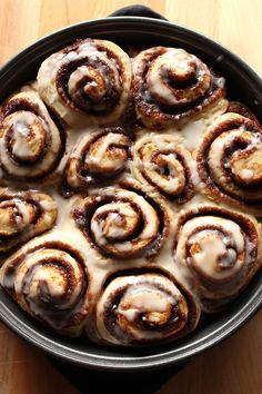 One word to describe these homemade vegan cinnamon rolls: A-mazing! One word to describe these homemade vegan cinnamon rolls: A-mazing! Vegan Dessert Recipes, Breakfast Recipes, Vegan Soul Food Recipes, Vegan Food, Vegan Recipes For One, Vegan Breakfast, Raw Vegan, Patisserie Vegan, Vegan Cinnamon Rolls