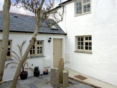 Immaculate holiday cottage in rural Cornwall. Willow Cottage, Holiday Cottage in Lostwithiel, Cornwall Cottage Windows, Cottage Door, Cottage Living, Exterior Paint Colors For House, Dream House Exterior, Bungalow Exterior, Cornish Cottage, Welsh Cottage, Cottage Names