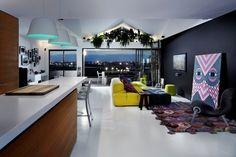 Bold Choices Dramatize Penthouse Apartment