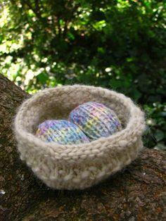 DIY: Easter nest and egg pattern http://naturalsuburbia.blogspot.com/2011/03/easter-nest-egg-pattern-and-tutorial.html
