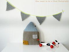 knitted home pillow | crochet garland