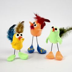 Easter Chicks with silk clay, wire and guinea fowl feathers - so cute and quirky! Clay Crafts For Kids, Kids Clay, Easy Diy Crafts, Diy Crafts To Sell, Easter Crafts, Diy For Kids, Arts And Crafts, Sculpture Projects, Clay Projects