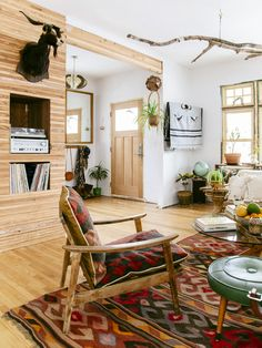 8 Ingenious Room Design Ideas With Wood Paneling # Decoration Watercolor Inspiration, Grace Home, Bohemian Interior, Modern Bohemian, Bohemian Style, Rustic Room, Creation Deco, Living Spaces, Living Room