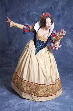 Handmade historical Snow White cosplay by tiwla tree - based on Claire Hummel's artwork Disney Cosplay, Disney Costumes, Snow White Cosplay, Snow White Costume, Amazing Cosplay, Best Cosplay, Robes Disney, Landsknecht, Fantasy Costumes