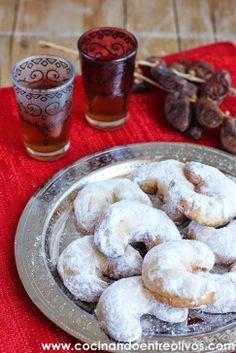 Cocinando entre Olivos: Pastas de la media luna o La Galleta del león. Receta paso a paso.
