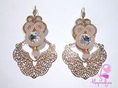Mod.Filigrana Gold Rose.Realizzati con Cabochon Swarovski Crystal.Pietre Dure.Soutache Rosa Cipria e Oro Lurex. Paio Unico