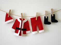 Santa clothes もっと見る Christmas Party Themes, Felt Christmas Decorations, Crochet Christmas Ornaments, Christmas Activities, Mexican Christmas, Christmas Art, Christmas Projects, Santa Outfit, Creations