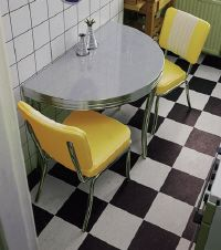 I've always wanted a 50s diner style kitchen. & I think this version is actually attainable. Perfect for my first flat!