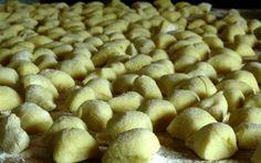 Gnocchi di patate - Se volete gustare gli gnocchi di patate, uno dei tipici piatti tipici della cucina italiana, ecco una foto ricetta che vi fa vedere come fare passo a passo come fare