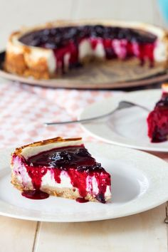 A Healthy Cheesecake made with cottage cheese and Greek yogurt. Much higher in protein than a classic cheesecake, but you'll never taste the difference. Cheesecake Recipe With Cottage Cheese, Healthy Cheesecake Recipes, Cottage Cheese Recipes, Healthy Desserts, Dessert Recipes, Keto Cheesecake, Entree Recipes, Easy Desserts, Breakfast Recipes