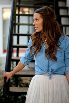 denim shirt and white tulle skirt. preppy, simple, for spring or fall. Looks Style, Style Me, Preppy Style, What Courtney Wore, Courtney Kerr, Look Fashion, Fashion Beauty, Teen Fashion, Latest Fashion
