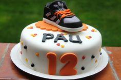 Tarta fondant zapatilla Adidas http://www.facebook.com/RebecaCakes