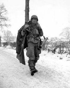 An American soldier of the Airborne Division with a rocket launcher  (