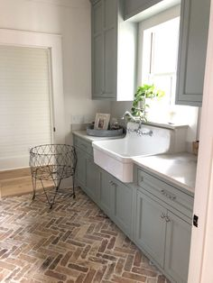 Mudroom Laundry Room, Farmhouse Laundry Room, Laundry Room Design, Modern Farmhouse Kitchens, Home Kitchens, Farmhouse Flooring, Brick Flooring, Flooring Ideas, Home Flooring