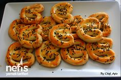 Ağızda Dağılan Nefis Tuzlu Kurabiye Tea Time Snacks, Cute Food, Good Food, Yummy Food, Cooking Time, Cooking Recipes, Turkish Recipes, Ethnic Recipes, Biscuits