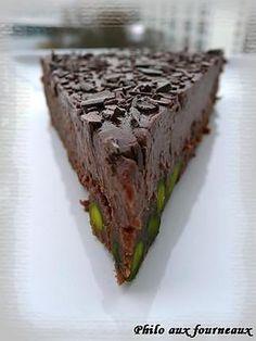 La meilleure recette de Gâteau au chocolat & à la pistache! L'essayer, c'est l'adopter! 3.8/5 (4 votes), 5 Commentaires. Ingrédients: Ingrédients pour le biscuit : 125 grs de beurre ½ sel, 70 grs de chocolat noir à 70% de cacao, 2 œufs pas trop gros, 100 grs de sucre semoule, 70 grs de farine, 120 grs de pistaches non salées ou déjà émondées Ingrédients pour la crème au chocolat : 15 cl de lait, 15 cl de crème fleurette, 5 jaunes d'œufs, 60 grs de sucre semoule, 125 grs d...