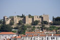 Alfama District - Castelo de São Jorge (St. Jorge Castle) is a Moorish castle located in the #Alfama district in #Lisbon. There you will be able to admire Lisbon and the #Tagus River. It is 15min walk from our Alfama and #Chiado district apartments.