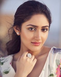 Beautiful indian actress - Sayesha Saigal Hot HD Photos & Wallpapers for mobile 🌟 India Beauty, Asian Beauty, Bollywood Wallpaper, Indian Face, Girls In Panties, Most Beautiful Indian Actress, Indian Beauty Saree, Cute Beauty, South Indian Actress