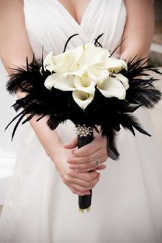 Cala lilies, black feathers and a vintage jewel - gorgeous!