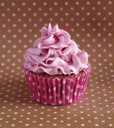 Cupcakes tout myrtille et tout framboise « Pure blueberry and raspberry cupcakes Raspberry Cupcakes, Cupcake Pictures, Zucchini Cake, Salty Cake, First Birthday Cakes, Köstliche Desserts, Love Cake, Savoury Cake, Mini Cakes