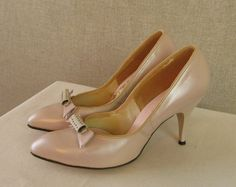Vintage 1950's Shoes / 50s Light Pink Leather Stilettos with Bow