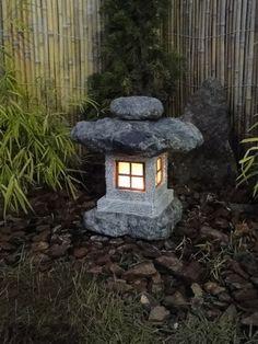 Seu Jardim Japonês merece uma Lanterna de Pedra.   Dicas e modelos em nosso site!