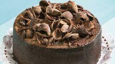 ¿A quién le vas a preparar este riquísimo pastel de cuatro chocolates? Sé la sensación en tu familia al ser la mejor repostera y en el próximo cumpleaños cocínale a esa persona especial esta delicia..