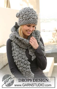"DROPS 125-20 - Set comprises: Knitted DROPS hat and scarf with berry pattern in ""Polaris"". - Free pattern by DROPS Design"