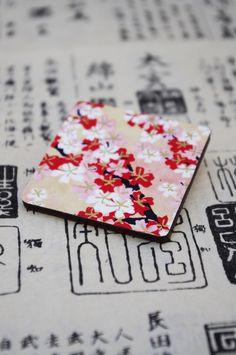 """dáma z orientu """"Hanako"""" exkluzivní dřevěná brož s tradičním japonským papírem Chiyogami / Orient Lady """"Hanako"""" - an exclusive wooden brooch decorated with traditional Japanese paper Chiyogami"""