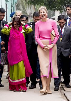 Queen Maxima attends Donar Meeting, Dhaka, Bangladesh - 16 Nov 2015 Queen Maxima of The Netherlands 16 Nov 2015 Cape Jacket, Royal Queen, Mom And Grandma, Queen Maxima, Dress For Success, Royal Fashion, Work Fashion, Pretty In Pink, Netherlands