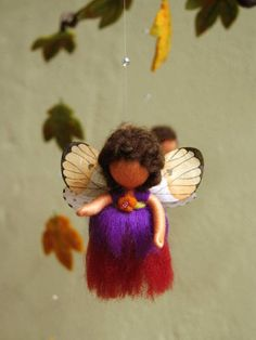 This atmospheric fairies mobile brings the beauty of the autumn in your home. By the lightest breath of wind, the two littel fairies sisters start to dance between the colorful falling maple leaves and the sparkling dewdrop. A real eye-catcher,..... not only for a nursery, fairy garden,