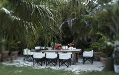 india hicks & david flint wood ~ island life – a thoughtful eye Outdoor Rooms, Outdoor Dining, Outdoor Furniture Sets, Outdoor Decor, Dining Area, British Colonial Decor, Bahamas Island, Grand Homes, Al Fresco Dining