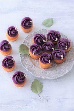 Dessert Decoration, My Dessert, Mini Cupcakes, Cupcake Cakes, Tea Recipes, Dessert Recipes, Japanese Pastries, Japanese Desserts, Purple Sweet Potatoes