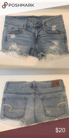 American Eagle Size 0 Shorts Cute Lace Pockets Almost brand new shorts, they have cute lace pocket cutouts! Fits as a 0 American Eagle Outfitters Shorts Jean Shorts