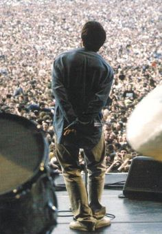 ImageFind images and videos about oasis and liam gallagher on We Heart It - the app to get lost in what you love. Liam Gallagher Live, Noel Gallagher, Oasis Lyrics, Oasis Music, Music Love, Rock Music, Banda Oasis, Gorillaz, Liam Oasis
