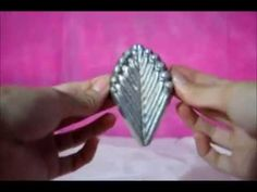 Abusando do frisador - YouTube Biscuit, Make It Yourself, Youtube, Flowers, Jewelry, Craft Flowers, Pink, Tips, Jelly Beans