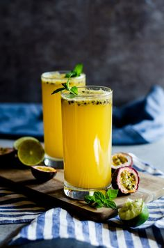 A fruity and irresistible passion fruit mojito for your next cocktail party Fruit Mojito Recipe, Passion Fruit Mojito, Recipes With Fruit Cocktail, Best Cocktail Recipes, Fruit Drinks, Mojito Drink, Beverages, Fun Cocktails, Summer Drinks