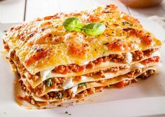 Traditional lasagna with bolognese sauce. Close-up of a traditional lasagna made , Italian Dishes, Italian Recipes, Italian Sausage Lasagna, Healthy Lasagna, Tasty Lasagna, How To Make Lasagna, Traditional Lasagna, Easy Lasagna Recipe, Spaghetti