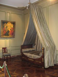 A monumental countryside villa surrounded by world-famous gardens, organized in the classic French Renaissance style. Chambord Castle, Château De Villandry, Castle Bedroom, Royal Bedroom, Loire Valley, Francis I, Famous Gardens, Chateaus, French Chateau