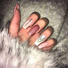 diamond-nail-art-design-glittery-rose-gold-nails-min Ecemella nail art with diamonds - Nail Art Diamond Nail Designs, Diamond Nail Art, Gold Nail Designs, Gold Nail Art, Rose Gold Nails, Nails Kylie Jenner, Gel Nail Removal, Gel Nails At Home, Nail Design Video